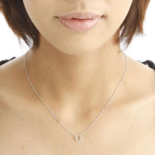 ホースシューとクロスのダイヤモンドネックレス