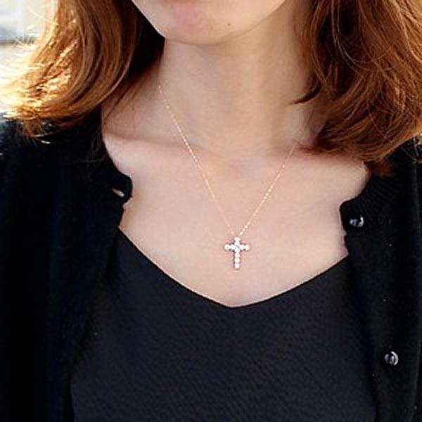 馬蹄と十字架のダイヤモンドネックレス